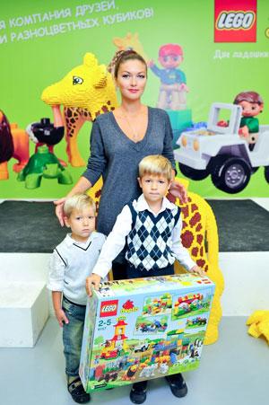 Юлия Такшина с сыновьями