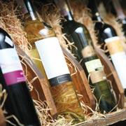 Как узнать, какое вино в бутылке, по ее форме и этикетке