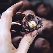 Что подать к вину? Печенье бискотти и домашние трюфели