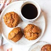 Выпечка на завтрак – без сахара: тыквенный кекс и маффины из кабачка