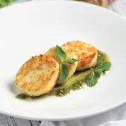 Что приготовить на Масленицу: овсяные блины и жареный адыгейский сыр