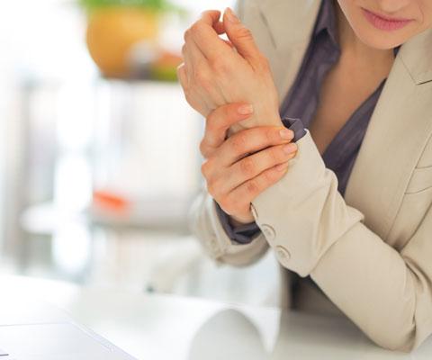 У кого болят суставы рук? Боль в суставах: причины и лечение