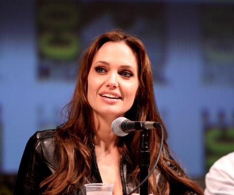 Удалить грудь как Джоли, скандал в США. Кто прав: хирурги или генетики?