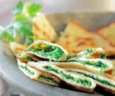 Кутабы с зеленью и пироги со шпинатом и брокколи: 3 рецепта