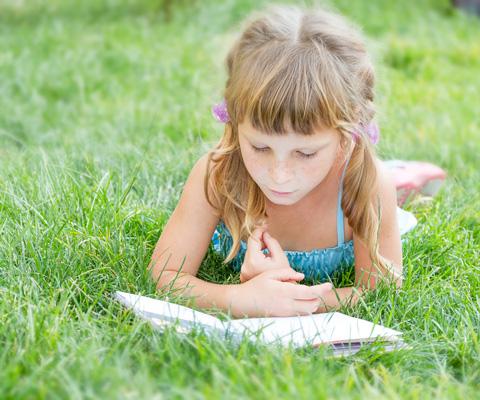 Что читать летом: 20 новых книг от книжного эксперта