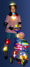 Дети в одежде со световозвращающими элементами