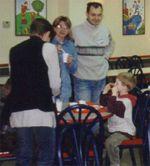 Модератор Лена (спиной), Фунтик с мужем и сыном