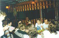 C усами - муж Ирины Дмитриенко, видно лица Фунтика и ее мужа, с блокнотикам и ручкой - официантка:)