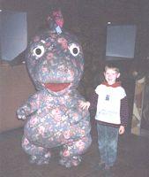 Дениска (сын Фунтика) с динозавриком