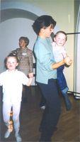 Никита (КАТЕРина) лет через 20: 'Эх, какие женщины (Ольга, OLAV) меня на руках носили в далеком двухтысячном!' Слева дочка Безаевой Оксаны - Юля
