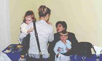 Лелик (спиной) с дочкой Полиной и СВЕТка с сыном Алешей