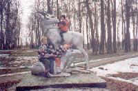 Верхом на лосихе - Антон Кривошеин, внизу на лосенке - я, БрекеКешный Егорка и моя Иришка