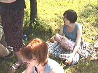 Лушка и Алиса на заднем плане, Аллила на переднем
