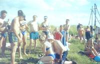 Старинная русская забава - слизывание с любимой пены для бритья (для тренировок использовались взбитые сливки) :)