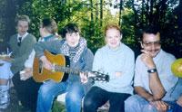 'Девушка с гитарой' (Женя Пайсон, слева - КАТЕРина и Emily, справа - Ирис и Домовой)