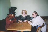 Карточный салон. Хозяйка и две жертвы. Наташа Кириенко (Кисточка): 'Верю!' Ее муж Юра: 'Ну да... Ну да...'
