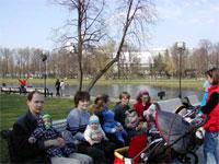 Филипп с Яном, Лорис с Егором, Биги с Ваней, КатяШ с Лизой, Клякса с Полиной, Косуля с Юрой (стоит справа)