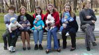 Лорис и Егор, ЮляМ и Ян, Косуля и Юра, Клякса и Поля, Биги и Ваня, КатяШ с Лизой (которая спит в коляске)