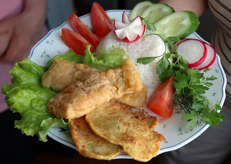 Морской язык с овощными оладьями