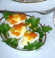 Яйца с кремом и икрой