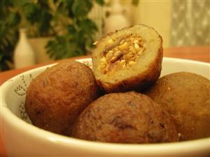 Кервай (Фаршированные банановые шарики, жаренные во фритюре)