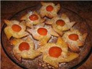 Ватрушки с консервированными абрикосами