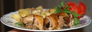 Рулет из говядины с черносливом и грибами с жареной картошкой