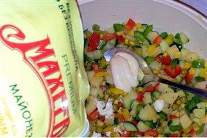 Желейный овощной салат 'Елочка в снегу' с майонезом