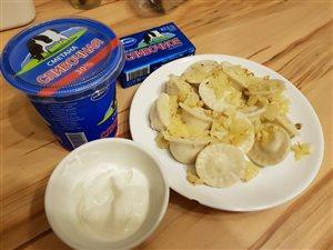 Домашние вареники с картофелем и сметаной