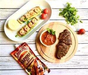 Стейк из телятины с сэндвичем из кабачка и креветок на гарнир