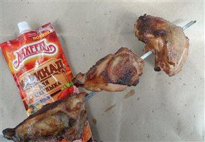 Куринные бедрышки под маринадом на углях.