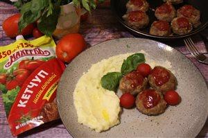 Греческие тефтели 'Кефтедес' с пюре и базиликовым маслом