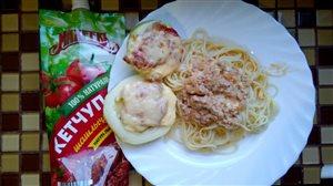 Спагетти под соусом 'А-ля болоньезе'и фаршированные кабачки