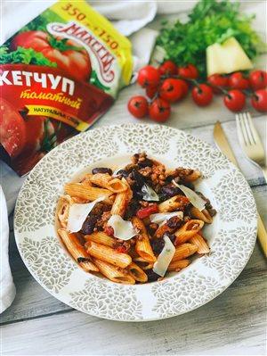 Паста с фаршем и фасолью в томатном соусе