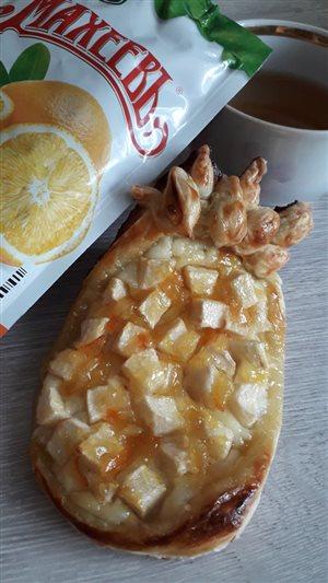 Пирожное «Ананас» из слоеного теста с творогом, яблоком и апельсиновым джемом ТМ МахеевЪ