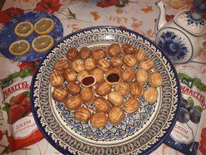 Печенье орешки с начинкой джем 'МахеевЪ в каждом сердечке'.