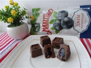 Шоколадные конфеты 'Черничные' с джемом Махеевъ полезные для глаз.))