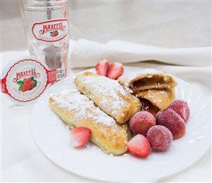 Пирожки из творожного теста с клубничным джемом 'МахеевЪ'
