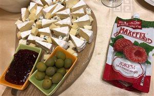 Сырная тарелка с джемом МахеевЪ