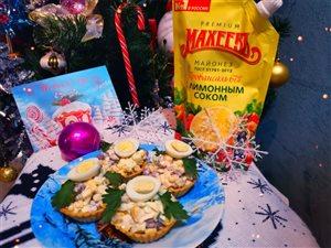 Салат 'Новогодняя радость' в тарталетках с майонезом Махеев.