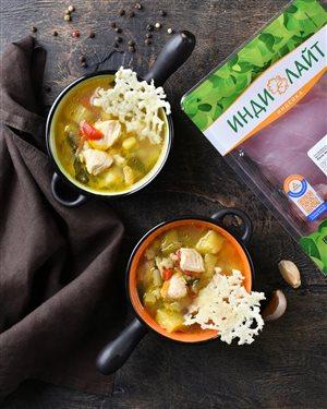 Суп с филе индейки 'Индилайт' и сырными чипсами