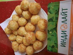 Картофельные шарики с индейкой во фритюре.