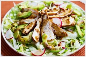 Салат с курицей и авокадо