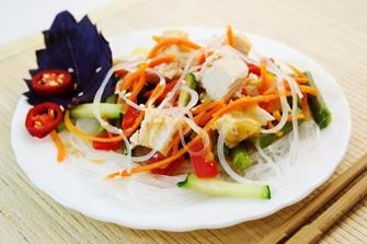 Фунчоза с курицей и овощами