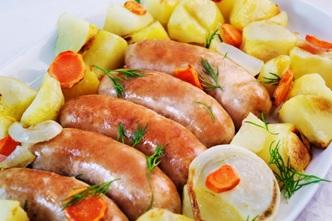 Колбаски с картошкой в духовке
