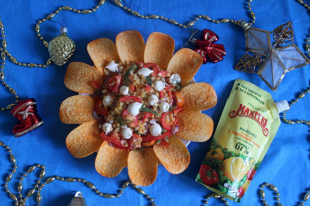 Салат из чечевицы с томатами и пецем