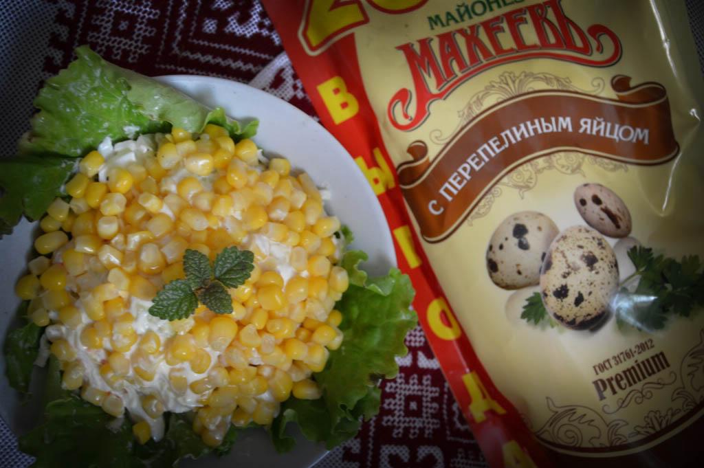 Салат с копченым плавленым сыром и курицей