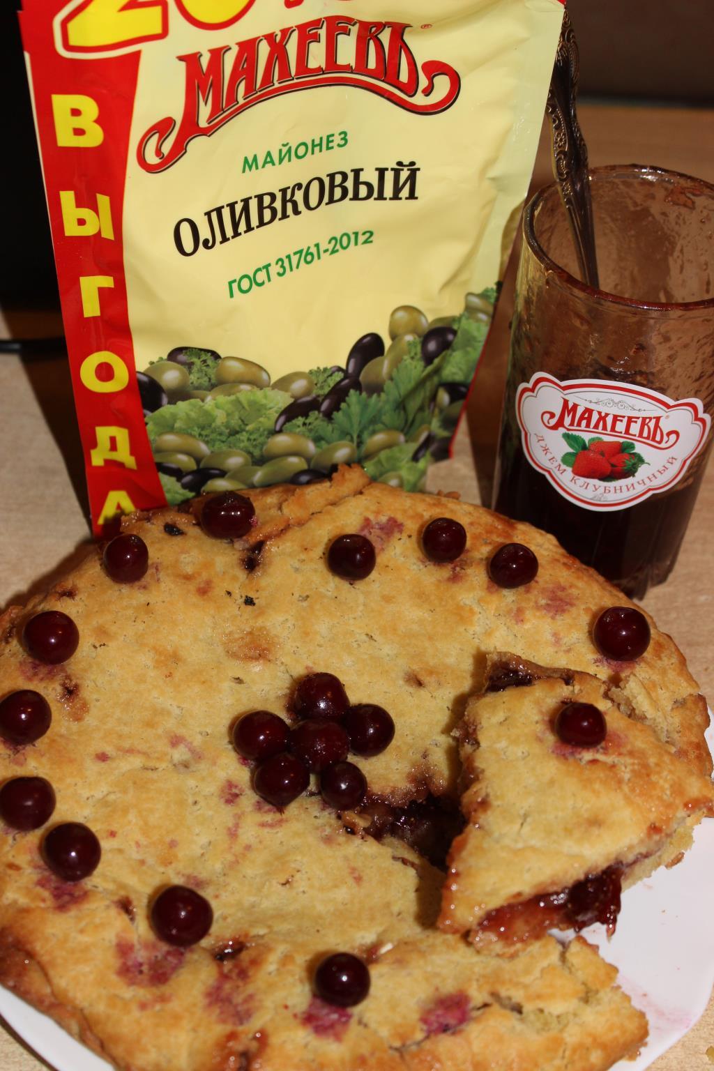 Пирог с майонезом и начинкой из джема