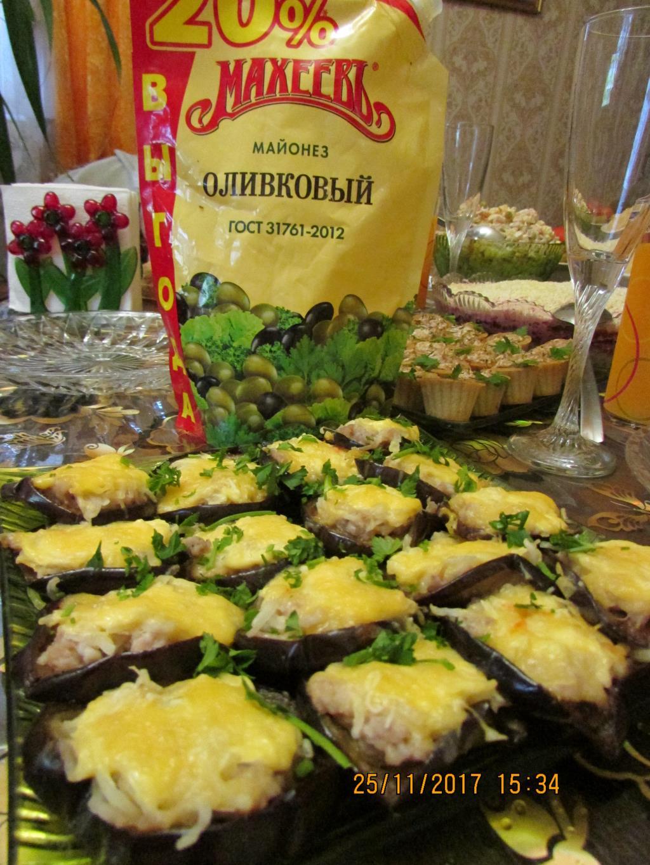 Запеченые баклажаны  с сыром и фаршем