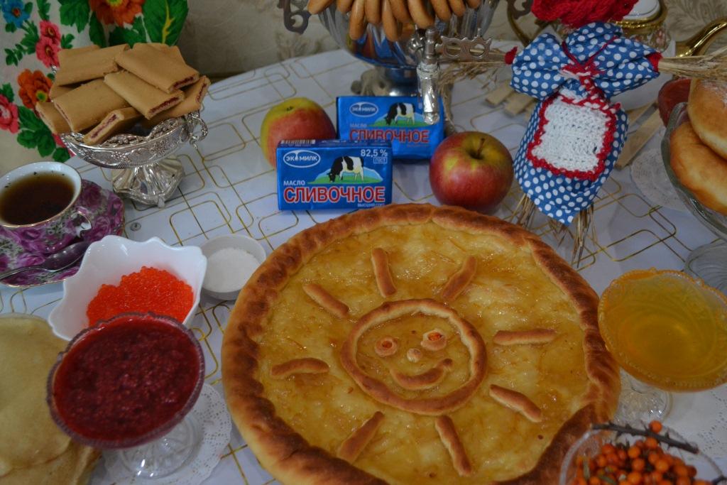 Открытый пирог со сладкой начинкой